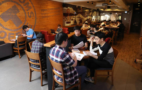 20180208-south-korea-lounging-culture-coffee-shop